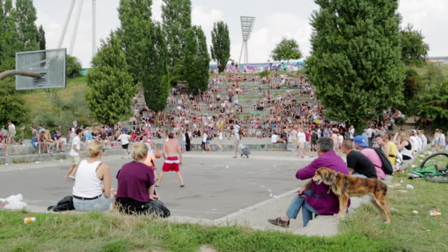 Mauer Park basketball and karaoke