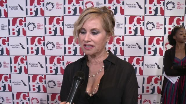 stockvideo's en b-roll-footage met interview maureen mccormick on tonight's event at los angeles lgbt center's 48th anniversary gala vanguard awards in los angeles ca - anniversary gala vanguard awards