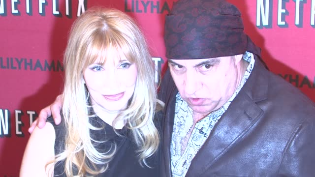 maureen van zandt and steven van zandt at north american premiere of lilyhammer, a netflix original series at crosby street hotel on 02/01/12 in new... - スティーブン ヴァン ザント点の映像素材/bロール