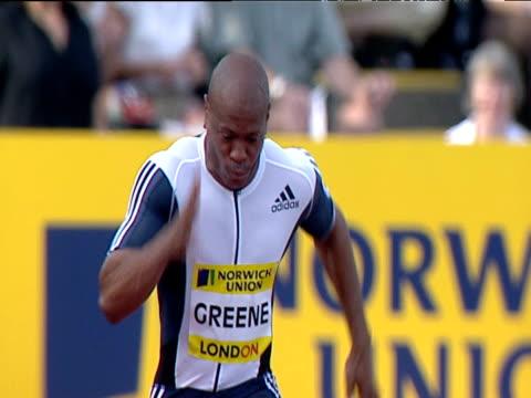 maurice green winning men's 100m heat 2, 2004 crystal palace athletics grand prix, london - ヒート点の映像素材/bロール