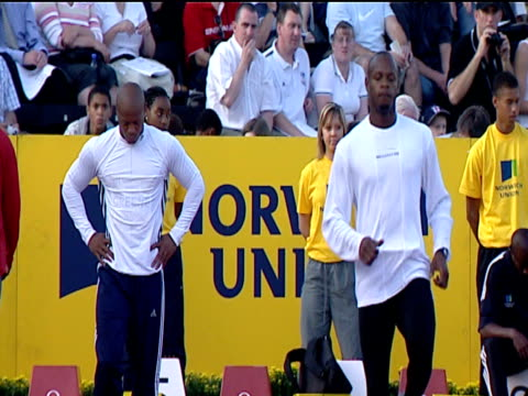 maurice greene and asafa powell prepare for race men's 100m final 2004 crystal palace athletics grand prix london - spielkandidat stock-videos und b-roll-filmmaterial