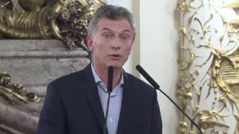vídeos de stock, filmes e b-roll de mauricio macri presidente de argentina anuncio el jueves que ordeno reiniciar las negociaciones del acuerdo por la millonaria deuda de una empresa de... - presidente de empresa