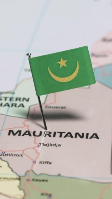 モーリタニアと国旗の垂直ビデオ - ヌアクショット点の映像素材/bロール