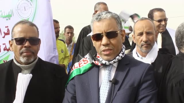 vídeos de stock e filmes b-roll de mauritanian lawyers stage a protest against us president donald trump's announcement to recognize jerusalem as the capital of israel and plans to... - embaixada dos eua