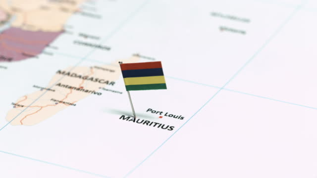 vidéos et rushes de mauritis avec drapeau national - port saïd