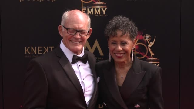 max gail and vernee watson at the 2019 daytime emmy awards at pasadena civic center on may 05 2019 in pasadena california - daytime emmy preisverleihung stock-videos und b-roll-filmmaterial