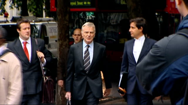 stockvideo's en b-roll-footage met max mosley begins breach of privacy action against news of the world court arrival england london royal courts of justice ext max mosley president of... - news of the world