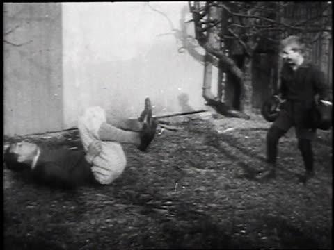 vidéos et rushes de max schmeling falling backwards / max schmeling carrying young boy off - jouer à la bagarre