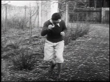 max schmeling training for upcoming fight / germany - 1930 bildbanksvideor och videomaterial från bakom kulisserna