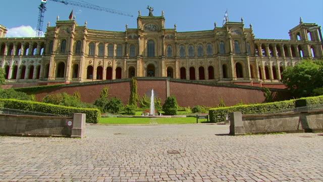 vídeos y material grabado en eventos de stock de ws maximilianeum bavarian state parliament building / munich, bavaria, germany  - edificio gubernamental