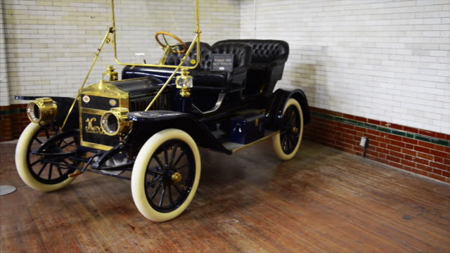maxwell model q car in the garage of the famous place and tourist attraction casa loma casa loma is a tourist attraction in the canadian city capital... - anno 1910 video stock e b–roll