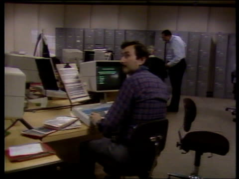 maxwell pension fund 13784 mirror gp ms robert maxwell chatting to man beside him and another sitting at vdu pull out newsroom bv man sitting in... - robert maxwell stock videos and b-roll footage