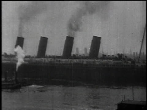 May 1 1915 WS Lusitania departing with smoking chimneys / New York New York United States