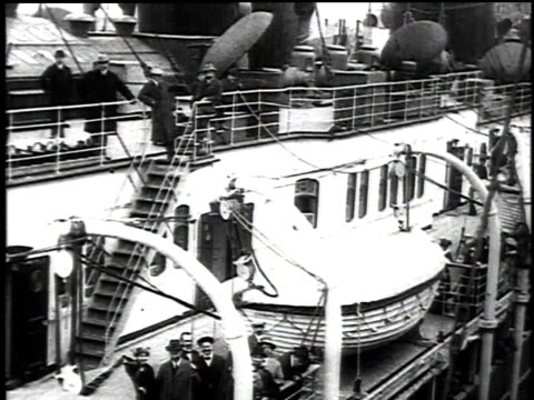 May 1 1915 DS passengers aboard the departing Lusitania / New York New York United States