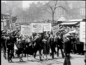 may 1, 1930 b/w montage may day parade, young women, men and children marching, one holding poster 'not a cent a gun a man for imperialist wars!',... - 1930 bildbanksvideor och videomaterial från bakom kulisserna