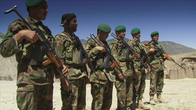 may 1 2009 ms afghan soldiers standing in line / najil afghanistan - fianco a fianco video stock e b–roll