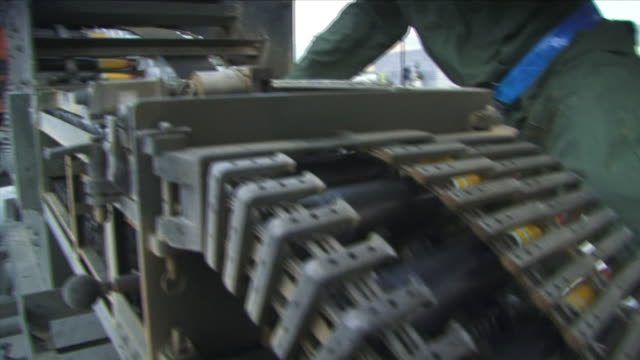 stockvideo's en b-roll-footage met may 1 2009 cu td tu pan american soldier loading ammunition into a10 fighter / bagram afghanistan - munitie