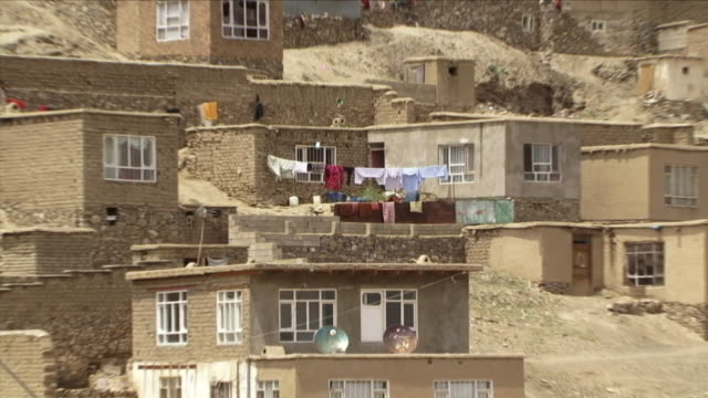 may 1 2009 ws zo ha cityscape / old kabul afghanistan - kabul stock-videos und b-roll-filmmaterial