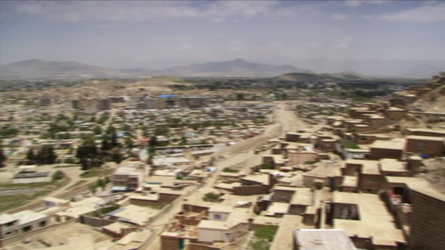 may 1 2009 ws ha pan houses in old town / old kabul afghanistan - kabul stock-videos und b-roll-filmmaterial