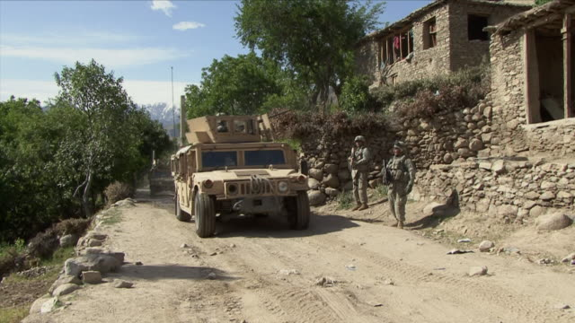 stockvideo's en b-roll-footage met may 1 2009 ws humvees driving on dirt road / najil afghanistan - humvee