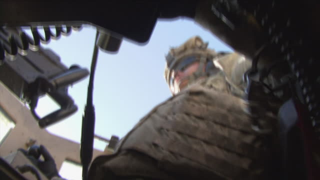 may 1 2009 ms la shaky american soldier inside humvee / najil afghanistan - heckklappe teil eines fahrzeugs stock-videos und b-roll-filmmaterial