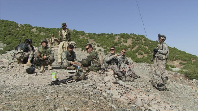 may 1 2009 ws soldiers eating in mountains / konar valley afghanistan - kunar province stock videos & royalty-free footage