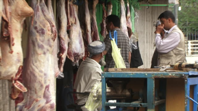 may 1 2009 cu zo w salesmen seated in sidewalk of meat market / kabul afghanistan - kabul stock-videos und b-roll-filmmaterial