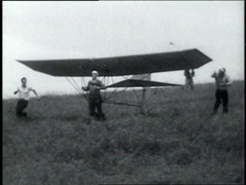 may 11, 1936 montage test pilot attempting to take off in a hang glider / palos verde, california, united states - モノクロ点の映像素材/bロール
