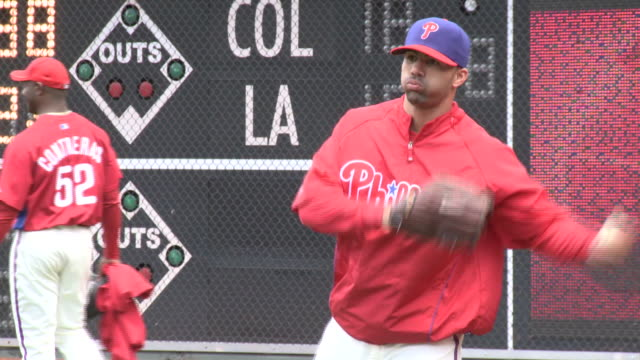may 13 2010 ts phillies' players throwing warmup pitches at citizens bank park / philadelphia pennsylvania united states - philadelphia phillies stock-videos und b-roll-filmmaterial