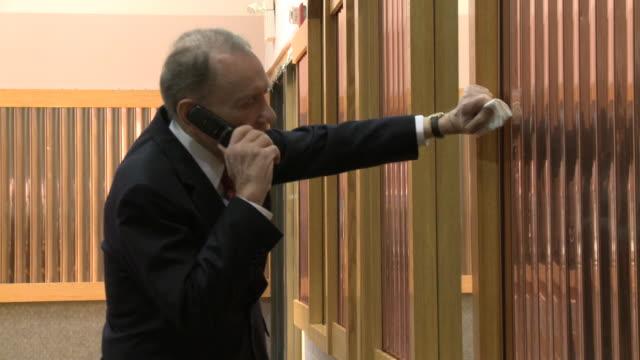 stockvideo's en b-roll-footage met may 13 2010 ms senator arlen specter speaking on cellular phone / philadelphia pennsylvania united states - arlen specter