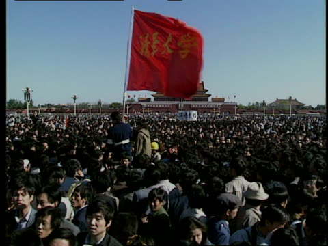 may 14 1989 film montage ms pan protestors in tiananmen square/ ws zi protestors/ ws protestors in front in tiananmen tower/ beijing china/ audio - anno 1989 video stock e b–roll