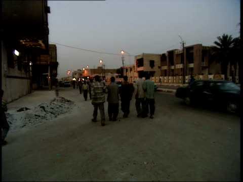 may 14 1999 pan pedestrians and traffic in the streets at sundown / nasiriyah iraq - nasiriyah stock-videos und b-roll-filmmaterial