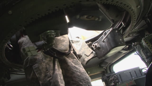 may 18, 2009 american soldier inside vehicle, standing in hatch / panjshir valley, afghanistan / audio - portello video stock e b–roll
