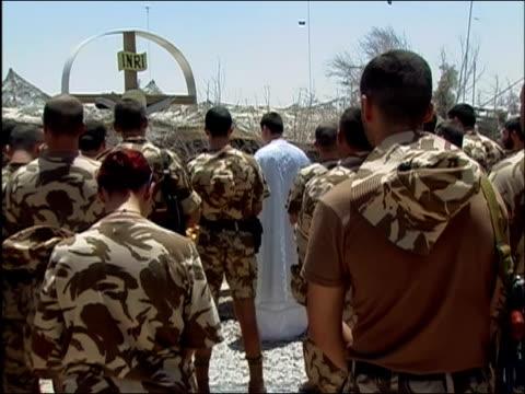 vídeos de stock e filmes b-roll de may 2004 wide shot zoom out romanian soldiers standing during outdoor mass/ kandahar airfield afghanistan / audio - kandahar