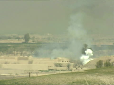 may 2007 montage smoke rising in hills as british troops return to base after operation against taliban in southern afghanistan/ helmand afghanistan/... - 迫撃砲点の映像素材/bロール