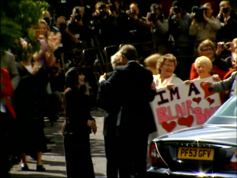 may 2007 montage tony blair arriving in sedgefield and greeting supporters and members of the trimdon labour party club/ sedgefield, durham/ england/... - kompletter anzug stock-videos und b-roll-filmmaterial