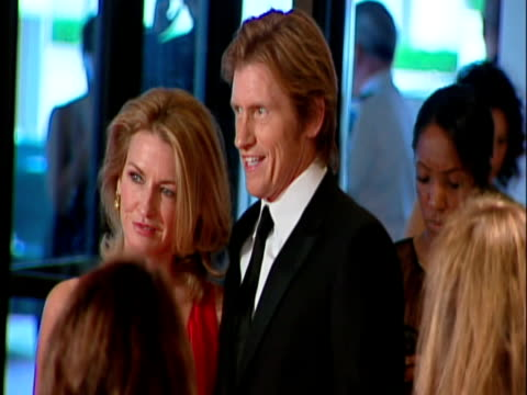 may 2009 ms actor denis leary with his wife ann leary posing for photographers at the white house correspondents' dinner/ washington dc usa/ audio - 背広点の映像素材/bロール