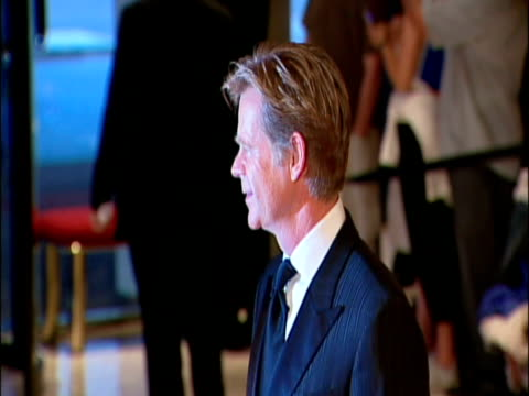 vídeos de stock e filmes b-roll de may 2009 actor, william h. macy, posing for photographers at the white house correspondents' dinner/ washington dc, usa/ audio - só um homem maduro