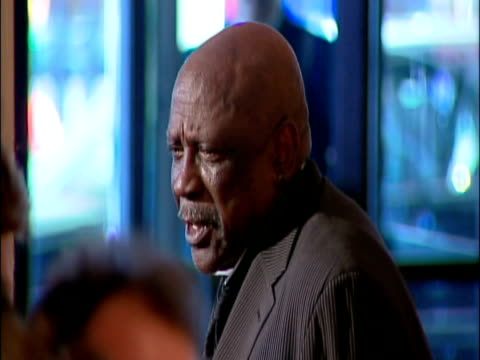 may 2009 focus actor, lou gossett jr., speaking on the red carpet at the white house correspondents' dinner/ washington dc, usa/ audio - one senior man only stock videos & royalty-free footage