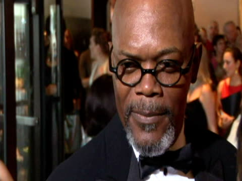 may 2009 cu focus actor samuel l jackson speaking to reporter at the white house correspondents' dinner/ washington dc usa/ audio - ゴーティー点の映像素材/bロール