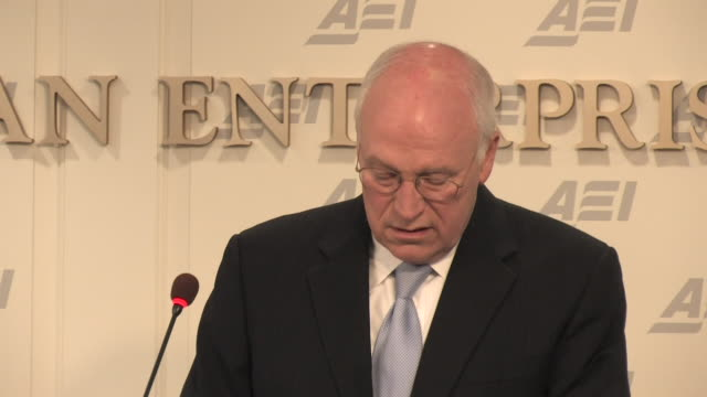 may 2009 former u.s. vice president, dick cheney, speaking at the american enterprise institute, about the release of terrorist interrogation memos/... - 薄毛点の映像素材/bロール