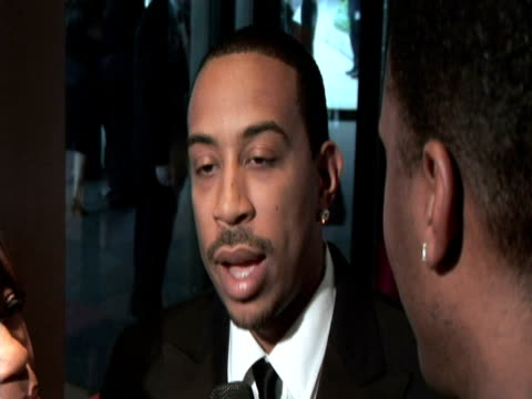 may 2009 cu rapper ludacris speaking to reporter about 'giving back' at the white house correspondents' dinner/ washington dc usa/ audio - 背広点の映像素材/bロール