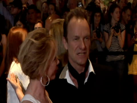 May 2009 MS Singer Sting with his wife Trudie Styler posing for photographers at the White House Correspondents' Dinner/ Washington DC USA/ AUDIO