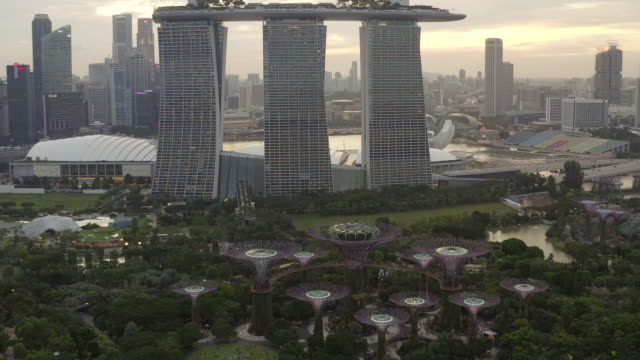 4k aerial view footage of singapore skyline singapore - weitwinkelaufnahme stock-videos und b-roll-filmmaterial