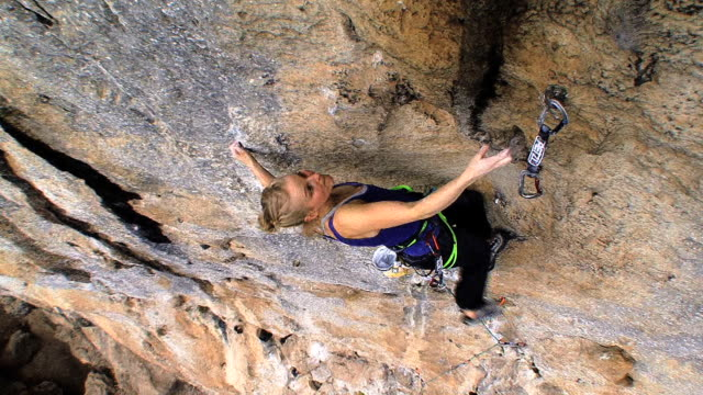 may 22, 2009 montage emily harrington free climbing a large rock wall / china - free climbing stock-videos und b-roll-filmmaterial
