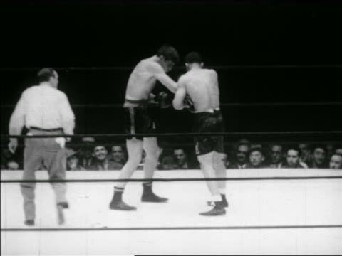 vídeos y material grabado en eventos de stock de may 23 1941 joe louis knocking out buddy baer in boxing match / series - cincuenta segundos o más