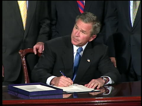 stockvideo's en b-roll-footage met may 27 2003 ms zi george w bush signing aids relief bill / zoom out shaking hands - george w. bush