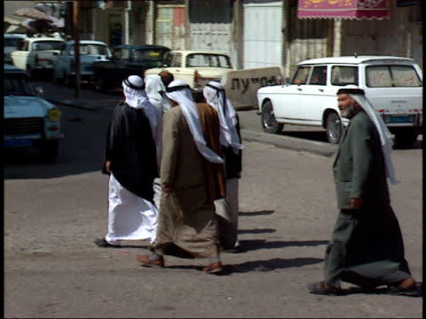 may 31 1992 zo arabs in traditional dress crossing the street / israel - dischdascha stock-videos und b-roll-filmmaterial