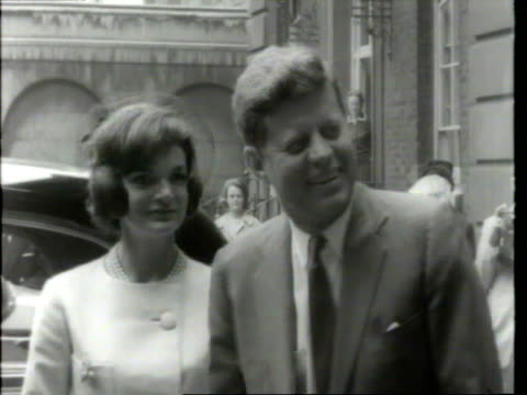 stockvideo's en b-roll-footage met may 6 1961 film montage ms crowd/ ms harold macmillan greeting john f and jacqueline kennedy/ harold and lady dorothy macmillan seeing the kennedys... - jacqueline kennedy