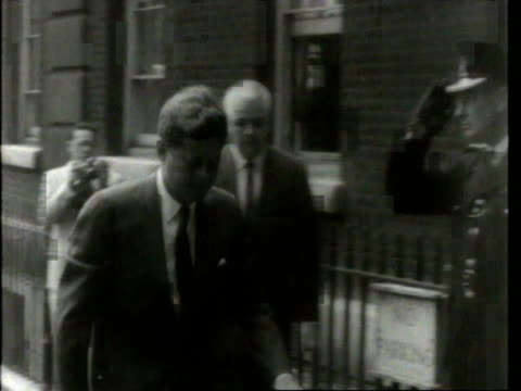 stockvideo's en b-roll-footage met may 6 1961 film montage ws motorcade arriving at admiralty house/ ms jfk entering doorway/ ms cars turning/ cu jacqueline kennedy/ london england - jacqueline kennedy